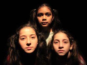 Dharma, Isa y Pupi en la muestra del taller Alqui-ritmía, teatro y ritmo para niños y niñas.